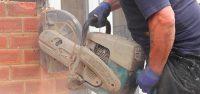 Ahhoz, hogy a falvágásos munkálatok por- és rezgésmentesen történjenek, és persze hogy hamar meglegyenek, profi felszerelésre van szükség.